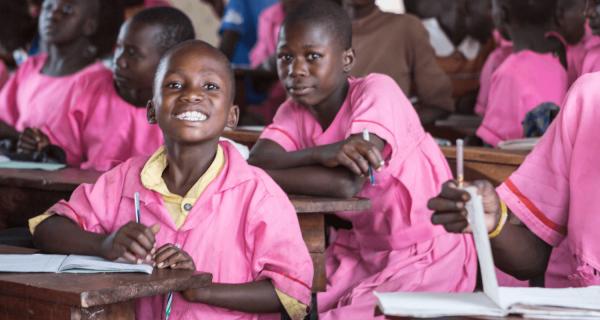 Una sedia e un banco per le scuole di Kampala - Insieme si può