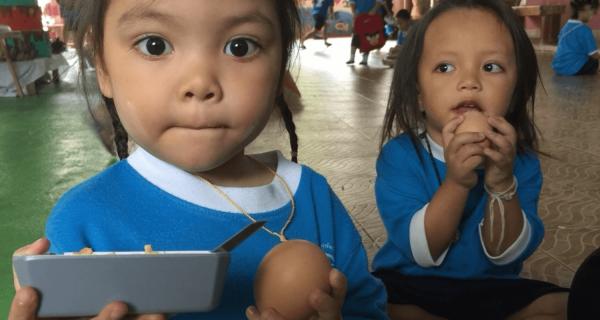 150 uova per pranzo per i bambini delle bidonvilles di Bangkok - Insieme si può