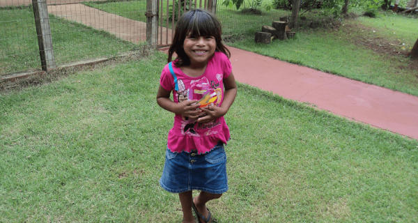 Un vestitino nuovo per i bambini indios - Insieme si può