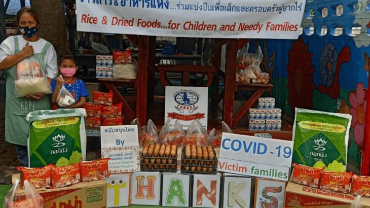 Distribuzione cibo in Thailandia