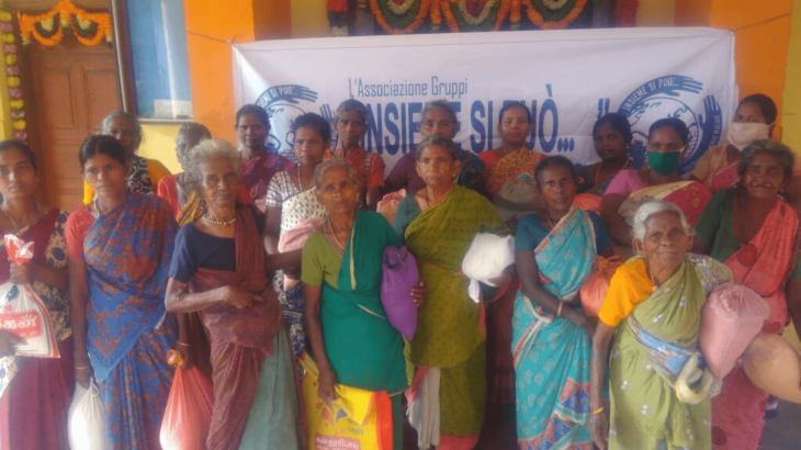 Distribuzione cibo a Ariyalur, India